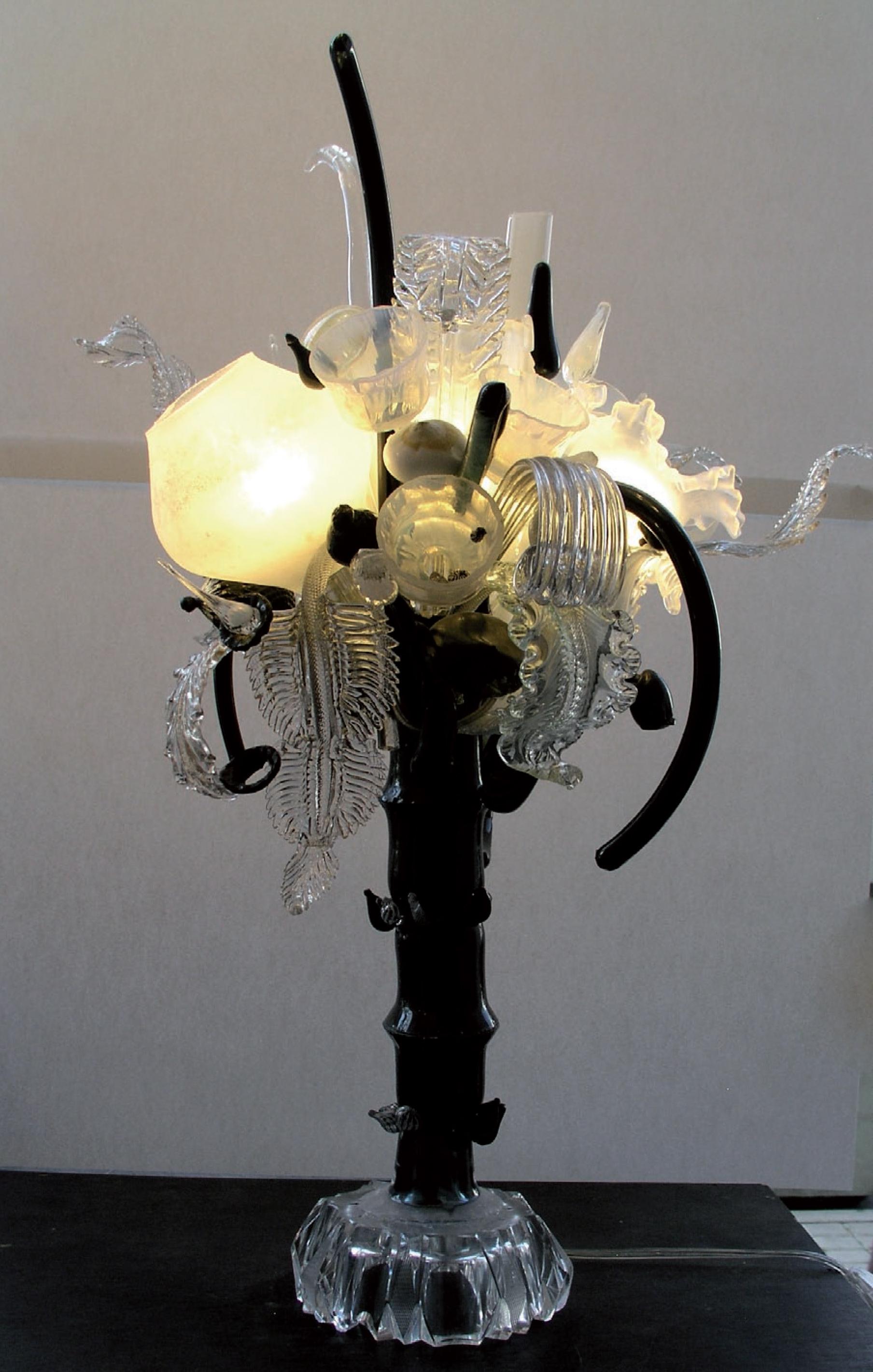 lampe_sculpture_blanche_et_noire